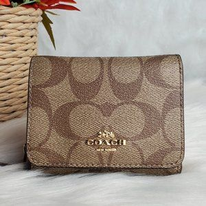 COACH SMALL TRIFOLD WALLET IN SIGNATURE CANVAS